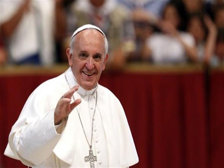 الكاظمي يستقبل بابا الفاتيكان في مطار بغداد