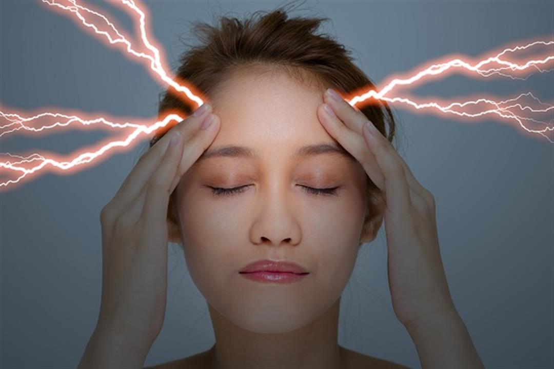 يهاجم رأسك فجأة.. متى يستدعي صداع الرعد زيارة الطبيب؟
