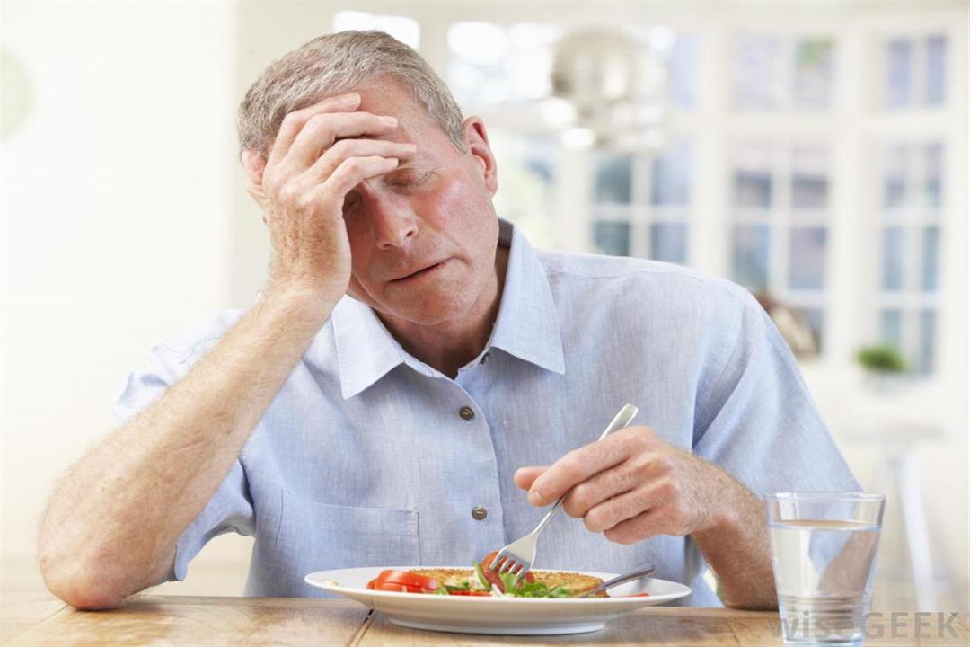 طبيب يحدد المنتجات الغذائية المسببة لنوبات الصداع