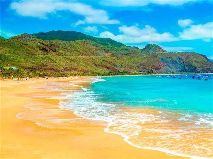 عودة السائحين إلى جزر الكناري رغم انتشار فيروس كورونا