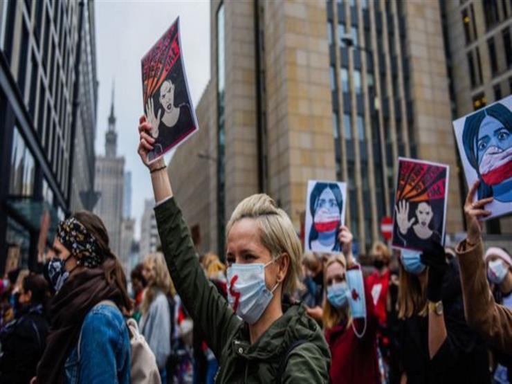 إضراب نسائي في بولندا احتجاجًا على تشديد قيود الإجهاض
