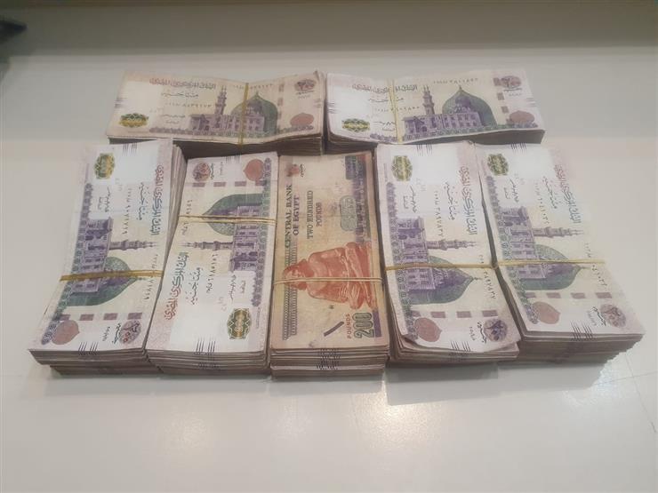 ضبط راكب بمطار القاهرة حاول تهريب 316 ألف جنيه قبل سفره للسعودية