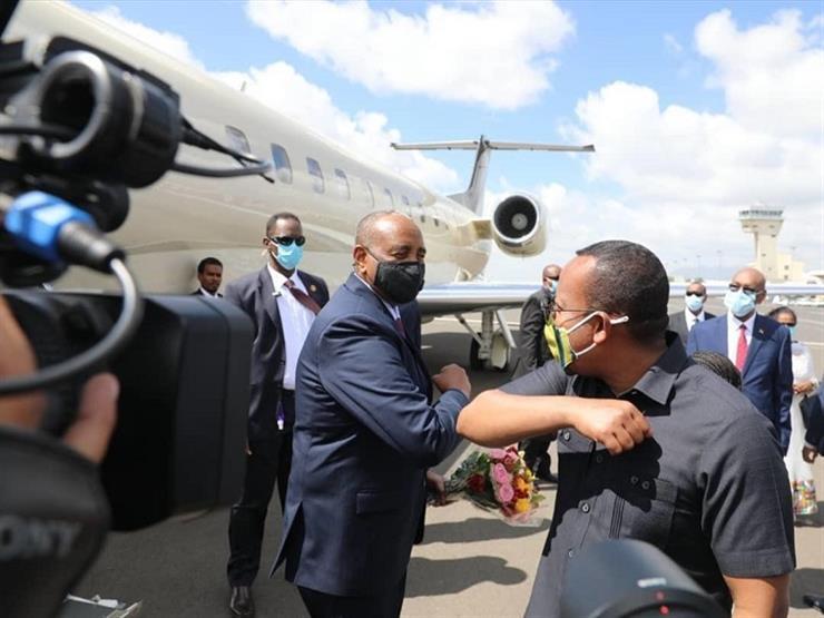 تزامنًا مع مفاوضات جديدة حول سد النهضة.. البرهان يصل إلى أديس أبابا