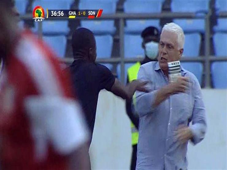 أول رد من الاتحاد السوداني بعد اعتداء الحكم على مدرب السودان