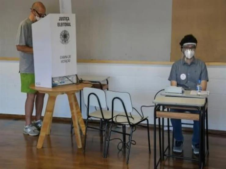 البرازيليون يدلون بأصواتهم في الانتخابات البلدية رغم تفشي كوفيد-19