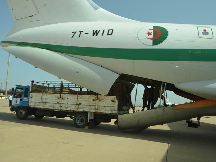 الجيش الجزائري يرسل طائرات مساعدات إلى الصحراء الغربية