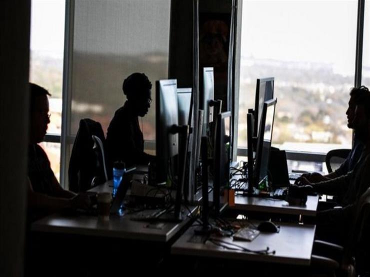 """شركة فيسبوك متهمة بـ""""إجبار موظفيها على العودة إلى المكاتب"""""""
