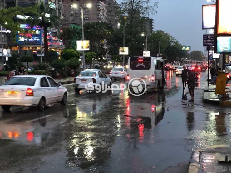 كثافات مرورية متوسطة بالقاهرة والجيزة بسبب سقوط الأمطار.. والمرور تقدم النصائح