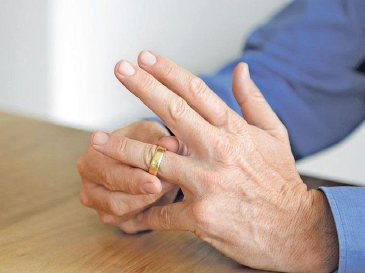 """غالي يطلب تطليق زوجته: """"غاوية مسح السلم وخدمة الجيران وسيباني"""""""