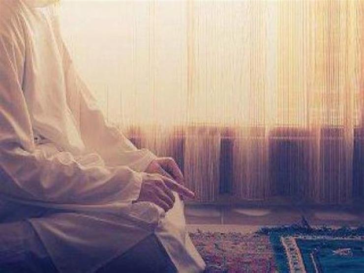 بالفيديو  عالم سعودي يوضح متى تجوز الصلاة إلى غير جهة القبلة