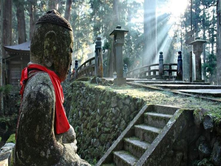 ماذا تعرف عن العالم الخفي للمعابد اليابانية المدرجة؟