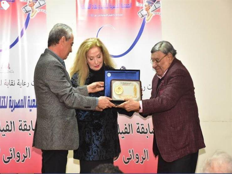 الأمير أباظة ينشر صورًا من تكريم رغدة في الجمعية المصرية لكتاب ونقاد السينما