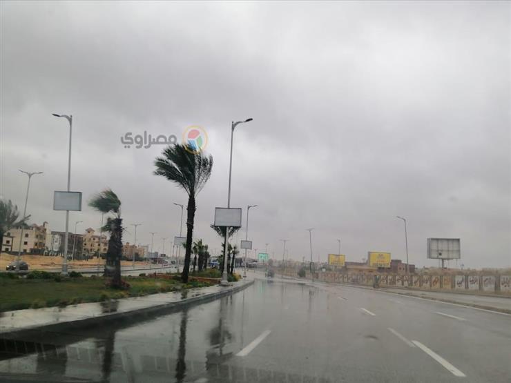 هطول أمطار غزيرة على شمال سيناء.. والكثبان الرملية تغلق بعض الطرق