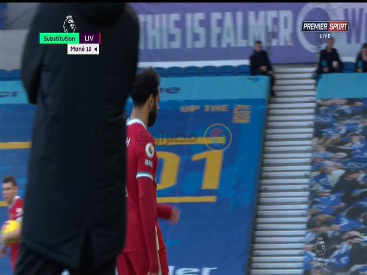 """بالفيديو.. شاهد صلاح يغادر ملعب مباراة ليفربول وبرايتون """"غاضباً"""""""