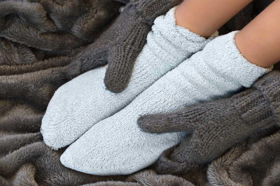 10 أسباب مرضية وراء الشعور ببرودة القدمين.. تعرف عليها