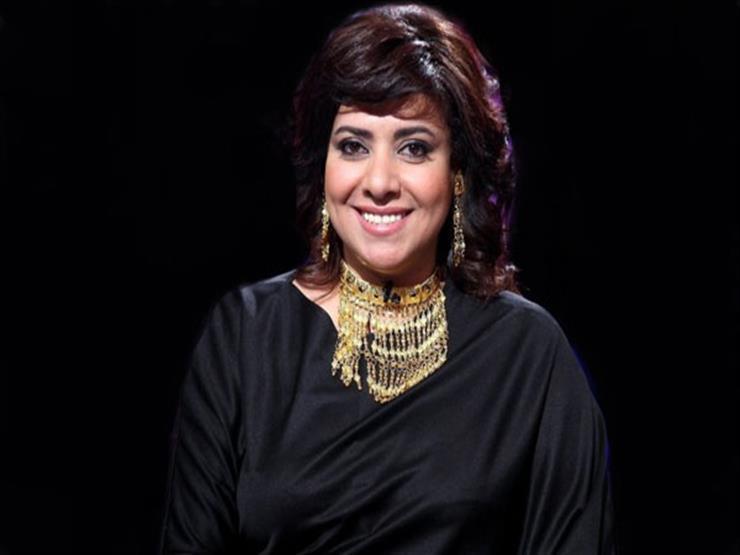 نشوى مصطفى تهنئ إلهام شاهين بجائزة أحسن ممثلة في القاهرة السينمائي