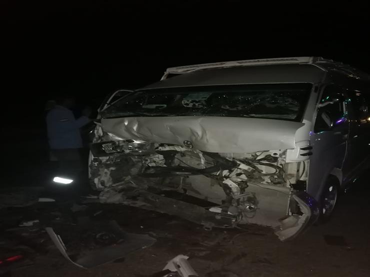 4 مصابين في تصادم ميكروباص بملاكي في السويس