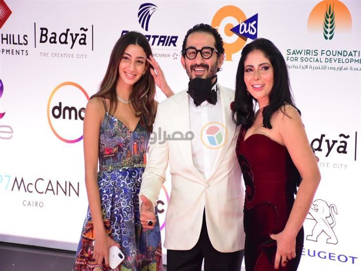 """بنفس البدلة والوردة.. هكذا ظهر أحمد حلمي وحسن أبو الروس في """"القاهرة السينمائي"""""""