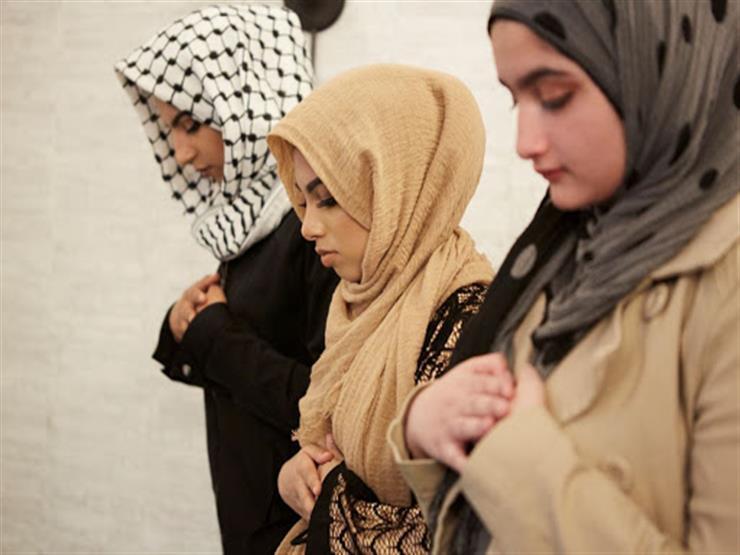 بالفيديو  نادية عمارة توضح هل يجوز أن تؤم المرأة النساء في صلاة الجماعة