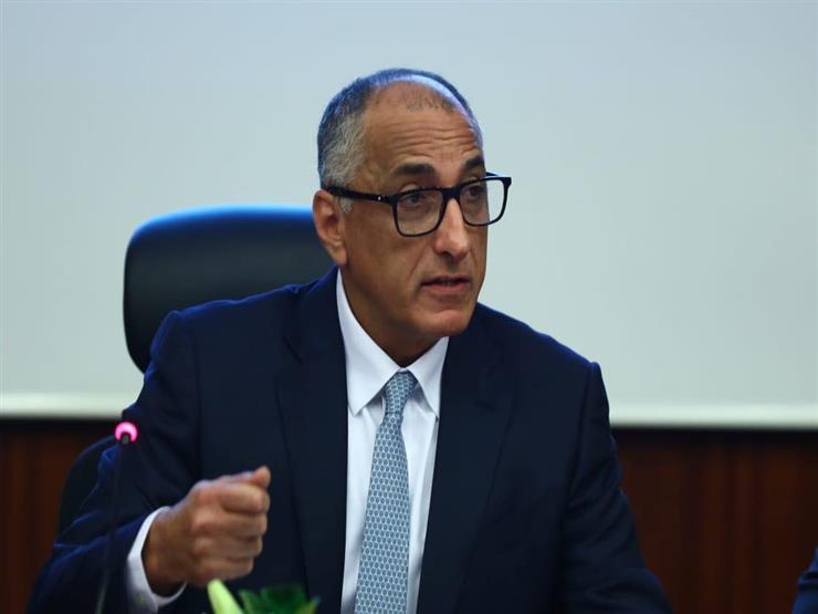 """محافظ المركزي: المصريون سحبوا 30 مليار جنيه في 3 أسابيع بدون داعي ولازم """"شوية انضباط"""""""