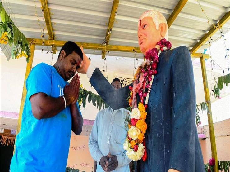 ترامب.. إله يعبد في قرية هندية ويتبرك بتمثاله
