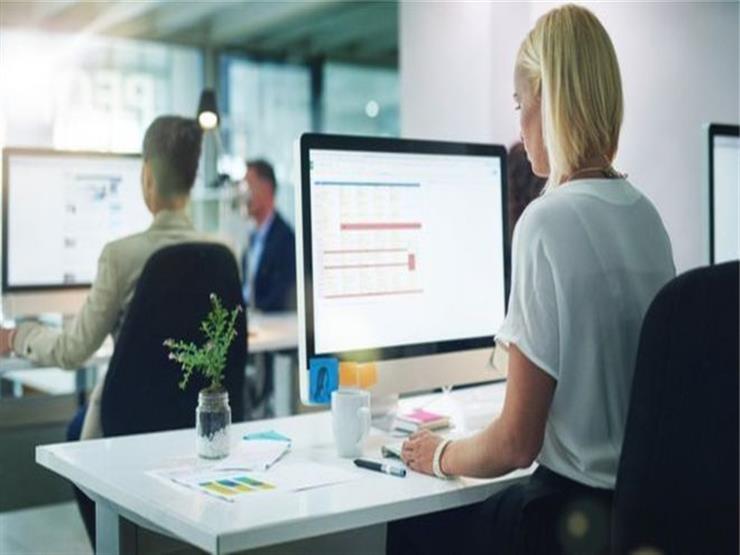 هل هناك قواعد لمراقبة الموظفين في العمل؟