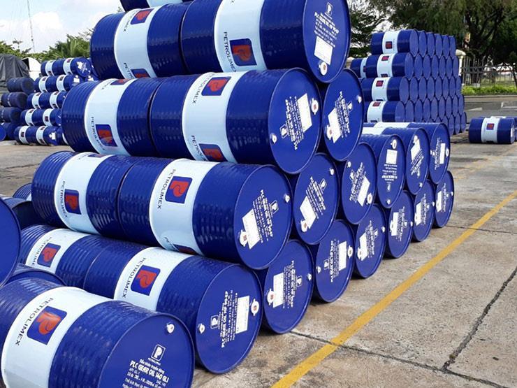 انهيار أسعار البترول يخلف عاصفة من التراجعات في السوق العالمي