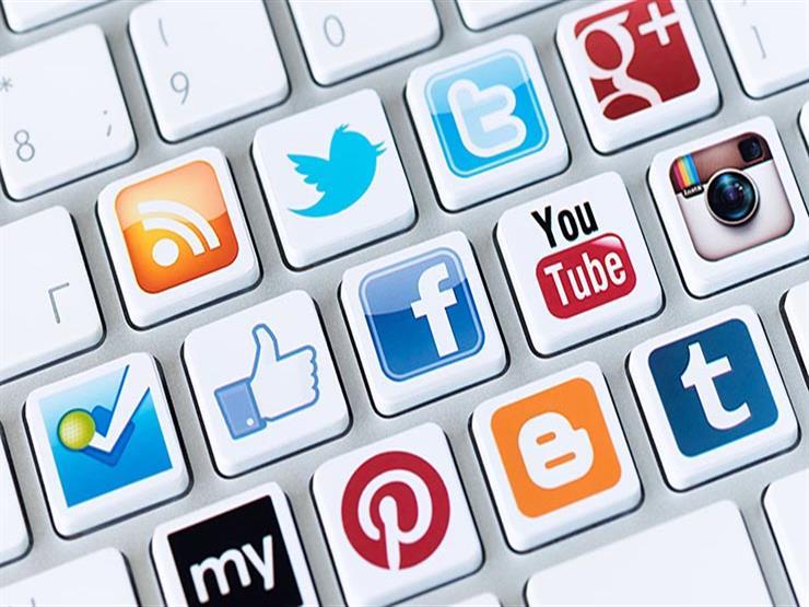"""طلبًا لـ""""اللايكات والتريند"""".. 7 سلوكيات محرمة  لمستخدمي مواقع التواصل يوضحها الأزهر للفتوى"""