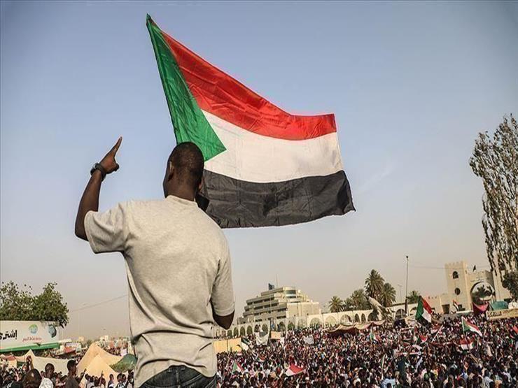 آلاف المتظاهرين الغاضبين في السودان في الذكرى الثانية للثورة