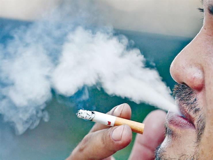 علماء يكشفون سبب طول عمر بعض المدخنين دون مشاكل صحية بالرئة