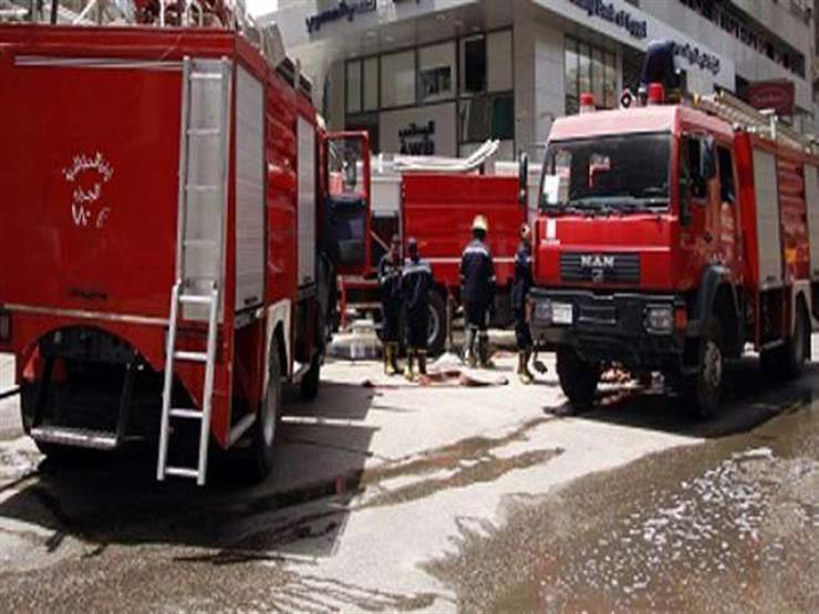 """8 سيارات إطفاء للسيطرة على حريق بمصنع """"دابر أملا"""" بالعاشر من رمضان"""