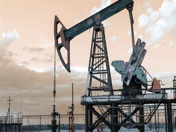 النفط يهبط وسط مخاطر الطلب وانخفاض أقل من المتوقع في المخزونات