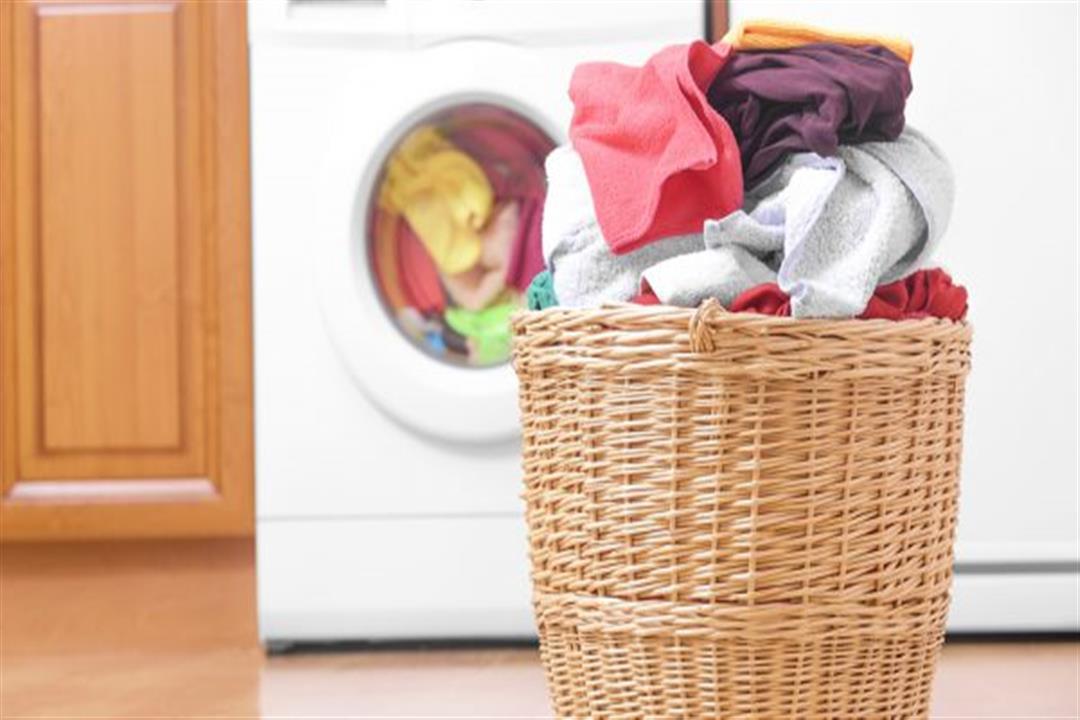 يظل نشطًا عليها لمدة يوم.. إليك طريقة تعقيم الملابس من كورونا