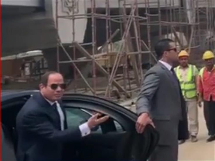 """خلال زيارة مفاجئة لأحد المشروعات.. السيسي مُنفعلاً: """"إزاى العمال مش لابسين كمامات"""""""
