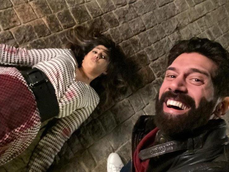 """أحمد مجدي ينشر سيلفي مع مشهد جثة ريهام في """"فرصة تانية"""": """"هتوحشيني يا رورو"""""""