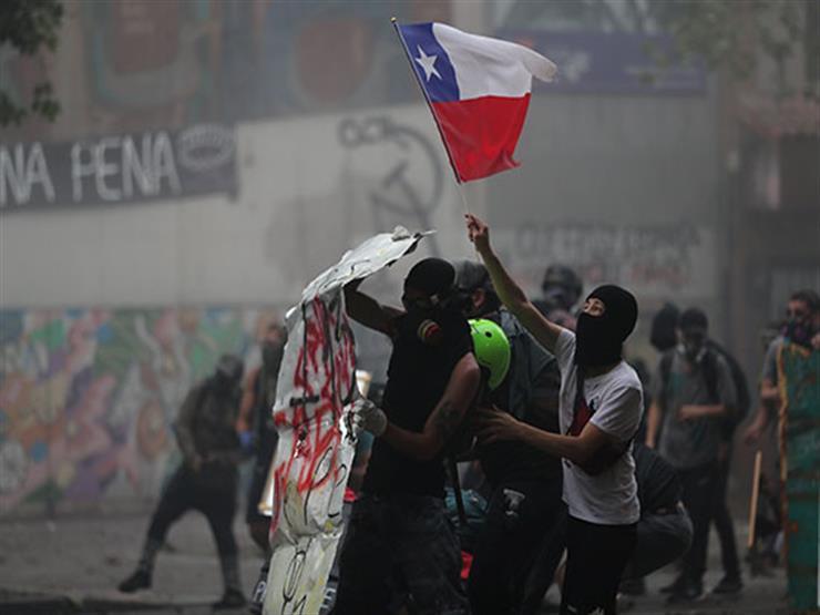تشيلي: متظاهرون غاضبون يحتجون على نقص الغذاء بالعاصمة سانتياجو