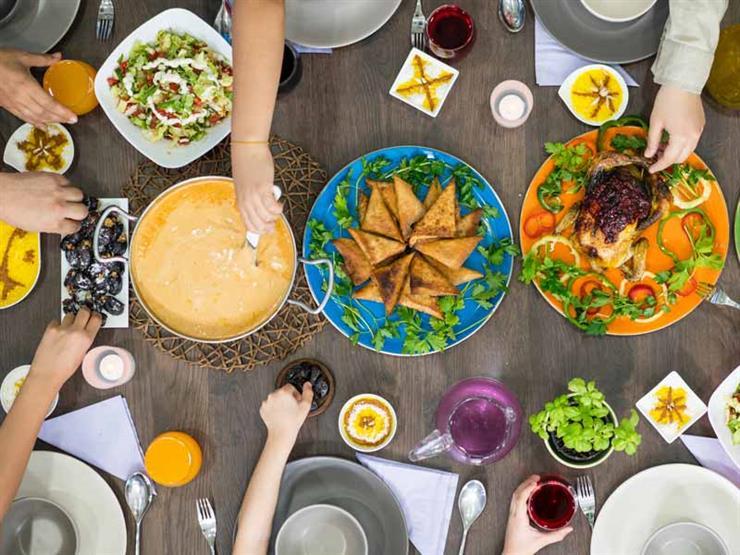 احذروا تناول هذه المشروبات مع الطعام.. تؤثر على امتصاص العناصر الغذائية