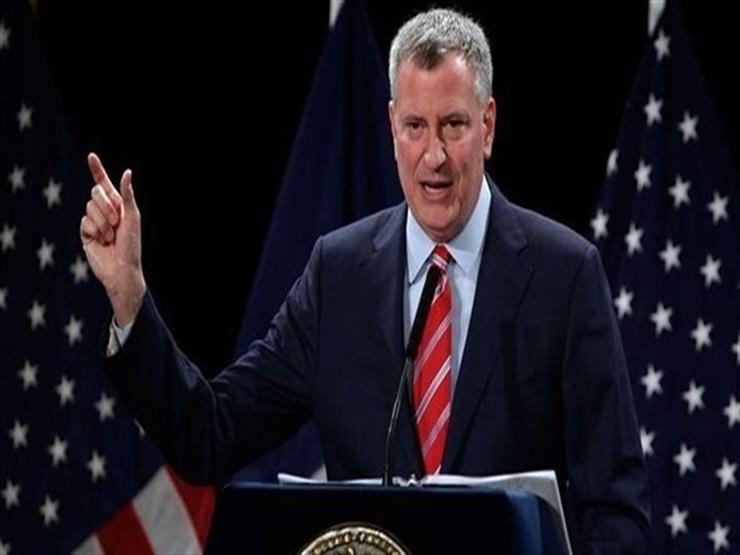 عمدة مدينة نيويورك يحث السكان على تجنب السفر في العطلات