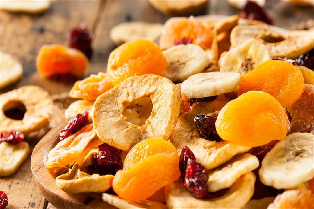 وفّر فلوسك وحافظ على صحتك.. إليك طريقة تحضير الفواكه المجففة