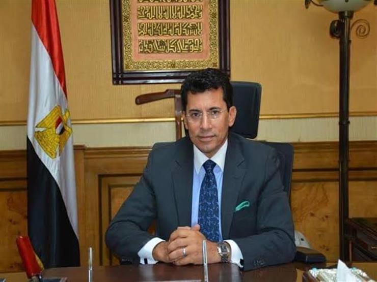وزير الرياضة لمنتخب اليد: أداؤكم رجولي يستحق التكريم.. والجمهور كان هيفرق معانا