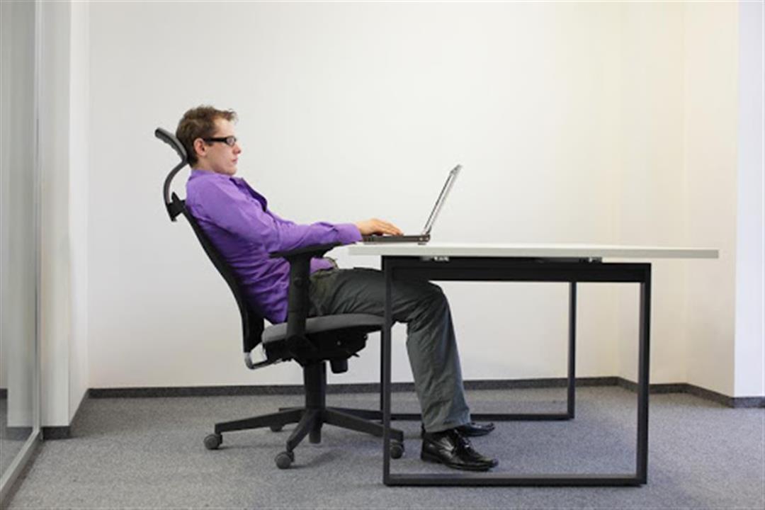 الجلوس لفترات طويلة يزيد خطر الإصابة بالسرطان.. إليك البدائل الصحية