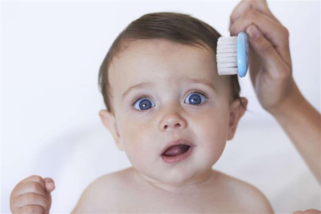 أغربها اللبن الرائب.. طرق منزلية للتخلص من قشرة الشعر عند الأطفال (صور)