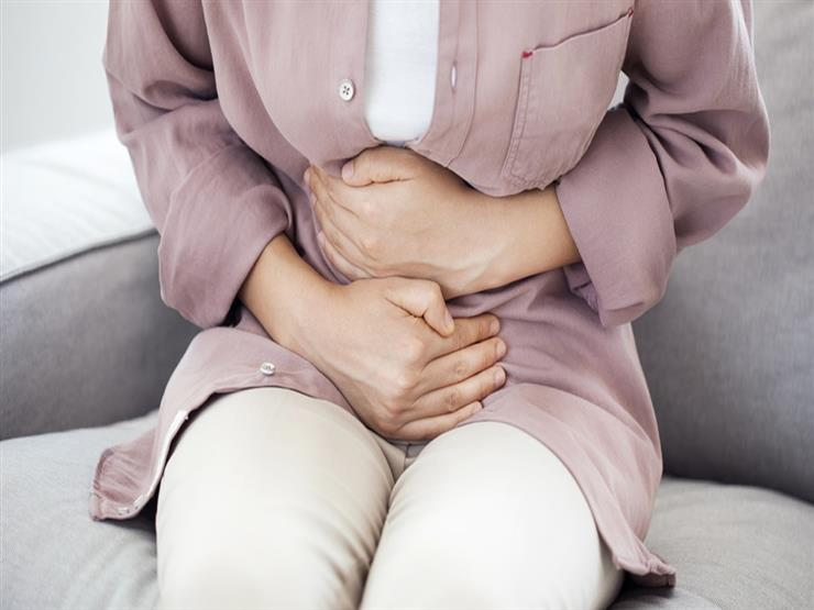 الأعراض متشابهة.. كيف تفرق بين ألم القولون وكورونا؟