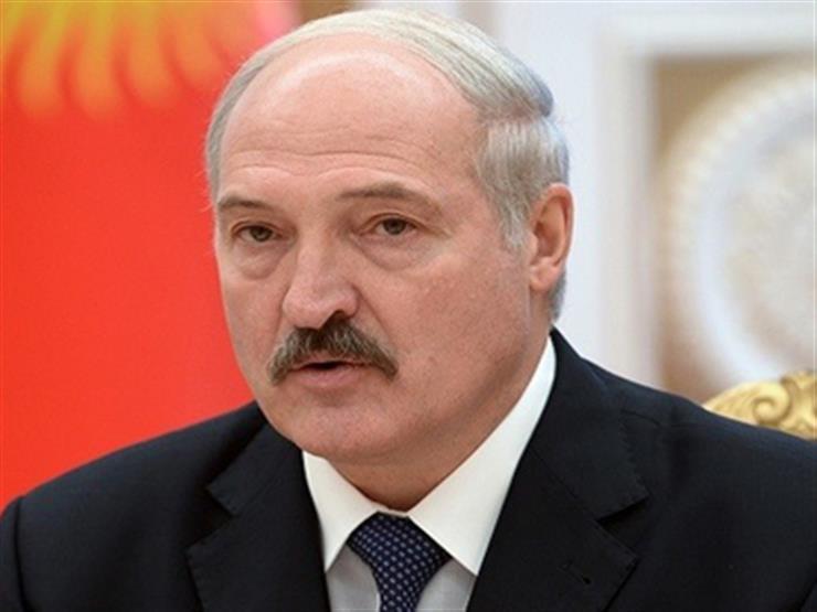رئيس بيلاروسيا يركع أمام أنصاره في ساحة مينسك: تستحقون ذلك