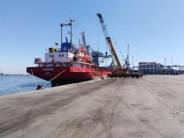 حاويات وبضائع.. تداول 24 سفينة في موانئ بورسعيد