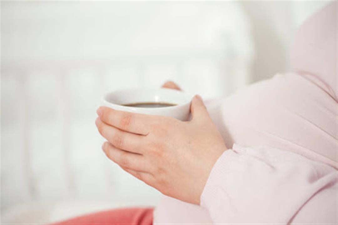 يهدد بالإجهاض.. دراسة تحذر الحوامل من تناول الشاي والقهوة