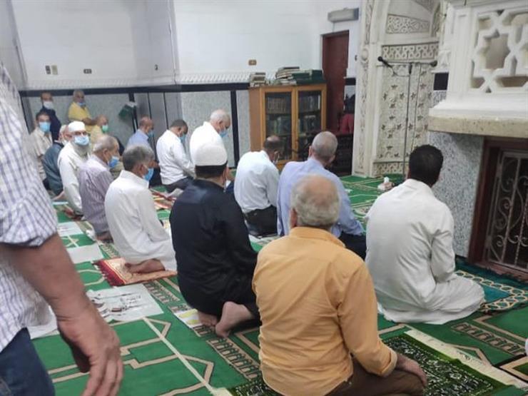هل يشترط في صلاة الجمعة أن يصلي بالناس من قام الخطبة؟.. تعرف على رد البحوث الإسلامية