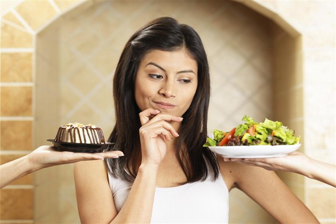 منها تناول الفاكهة.. 5 خرافات عن أطعمة الدايت تمنع فقدان الوزن (صور)