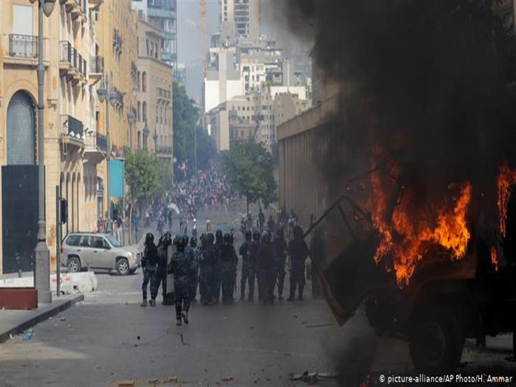 بيروت تشتعل.. مواجهات ورصاص وجرحى واقتحام مقرّ الخارجية