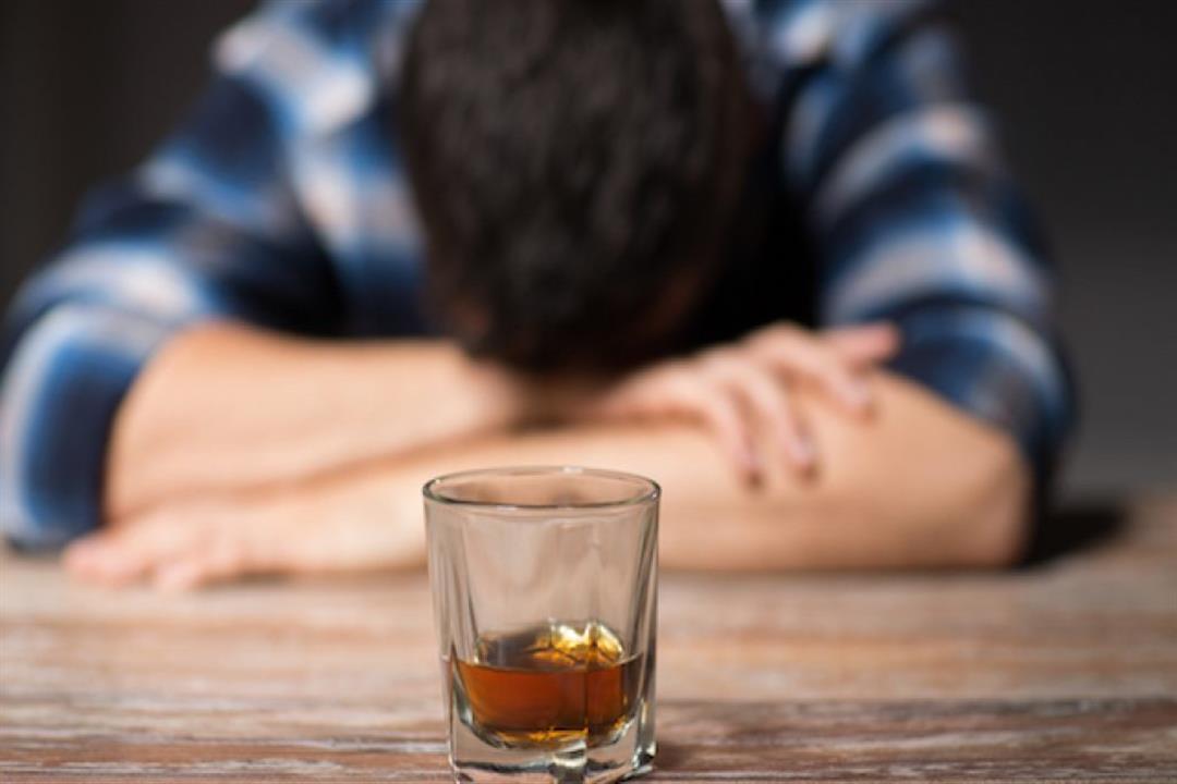 احذر من تناول الكحول.. يزيد من عوامل إصابتك بالخرف